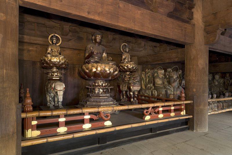 木造釈迦如来・両脇侍像 (釈迦三尊像)・木造十六羅漢像
